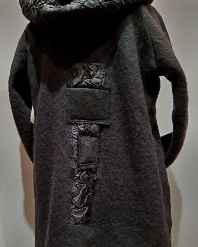 Płaszcz z Elementami Koronki