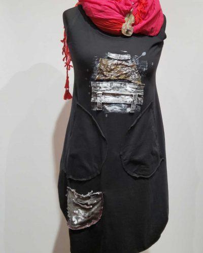 Sukienka z abstrakcją