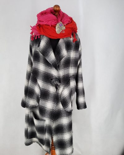 Płaszcz w kratkę zwełny